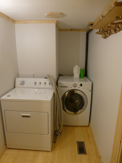 Mudroom with washer and dryer